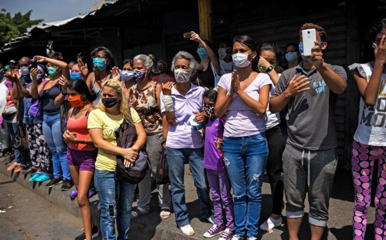 En los barrios pobres de Venezuela preocupa más el hambre que el coronavirus