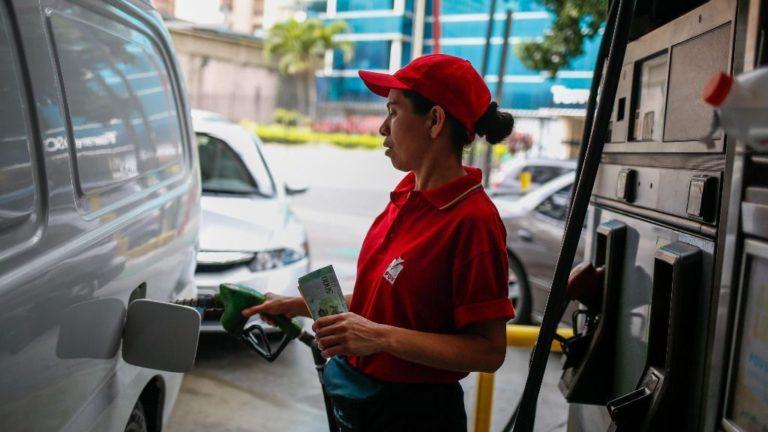 Confirman que en junio podrían dolarizar oficialmente el precio de la gasolina (+Posibles precios)