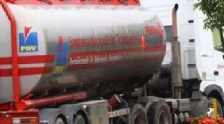 Muere mujer asfixiada al quedar encerrada en cisterna de gandola que transporta gasolina