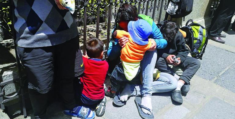Bolivia investiga posible «alquiler» de niños venezolanos para pedir limosna