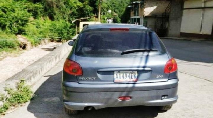 Le robaron el vehículo en la cola de la gasolina en Guarenas con su niño de 2 años durmiendo en la parte trasera