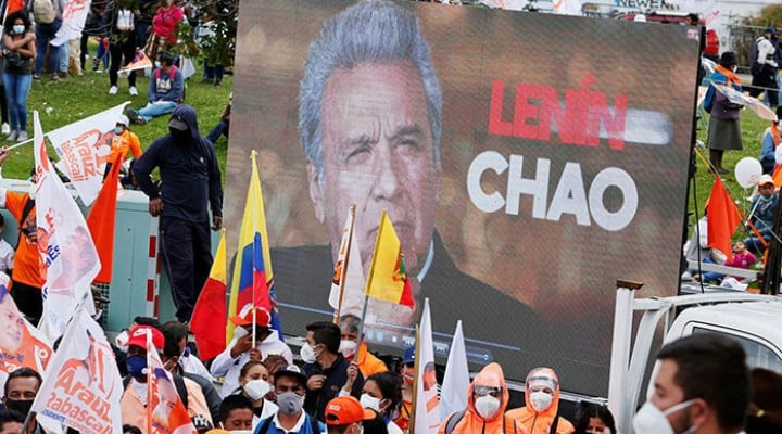 Escándalo de vacunados gold causa indignación en Ecuador