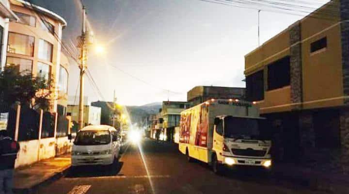 Insólito caso en Ecuador: Borrachos atropellaron a repartidor venezolano y policías lo detienen a él