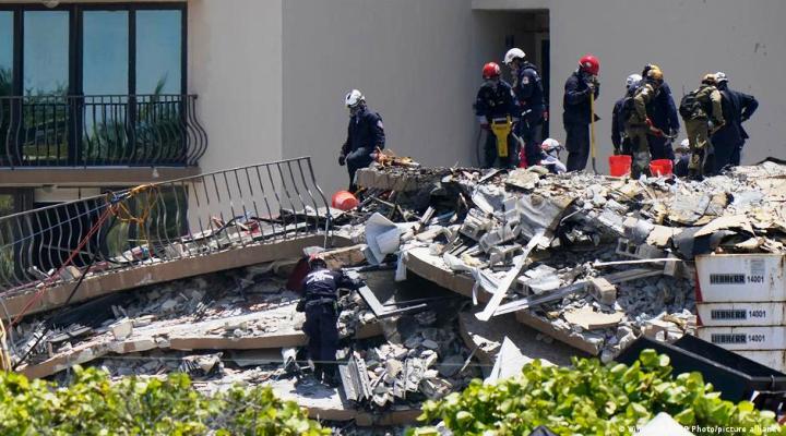 Van 11 víctimas mortales del derrumbe en Miami Beach mientras continúan labores de rescate