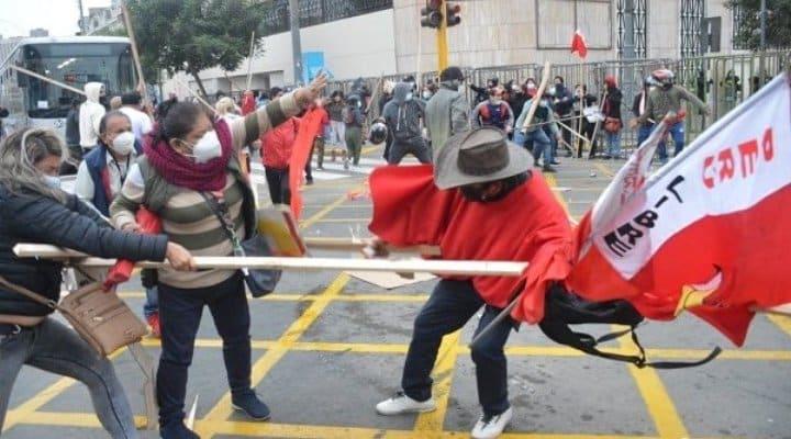 Un muerto en un enfrentamiento entre partidos que se disputan la Presidencia de Perú