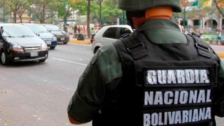 Patrulla de la GNB atropello a motorizado que llevaba a bordo a su esposa y su hija (+Vídeos)