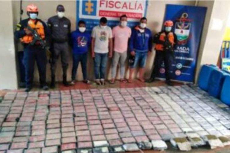 Armada colombiana aprehendio a 4 venezolanos, que tr4f1c4ban c0ca1na y mar1hu4na en una lancha (+Detalles)