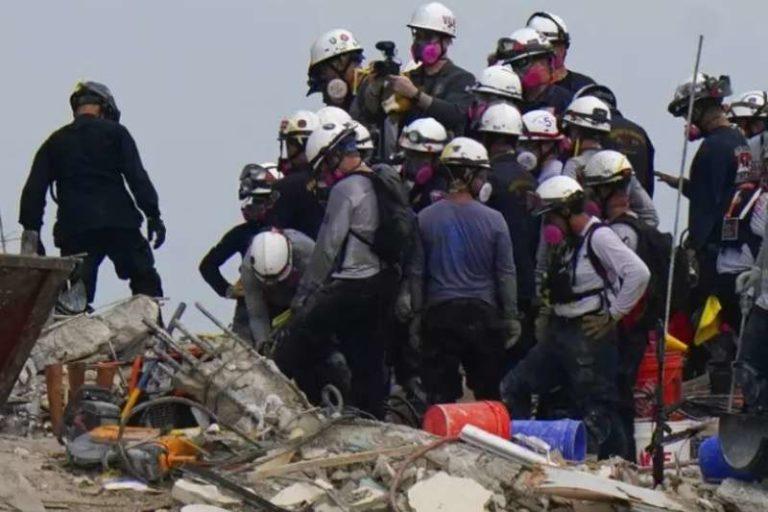 Un bombero encontró el cuerpo de su hija de 7 años, entre los escombros del edificio en Miami (+Vídeo)