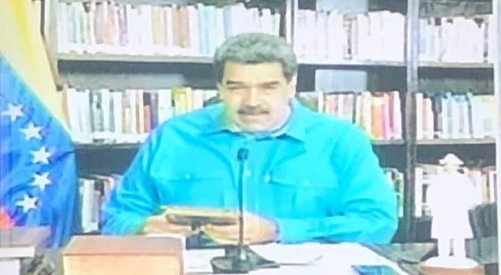 A Maduro le cortaron la electricidad en plena transmisión y mostró al culpable (+Vídeo)