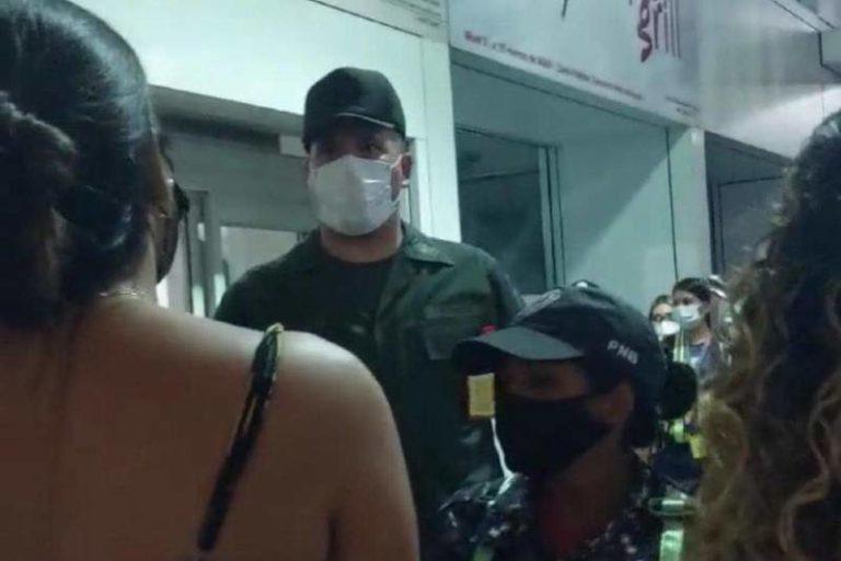 """Denuncian que venezolanos que regresaron de Curazao con el plan """"vuelta a la patria"""" fueron obligados a pagar para salir de Maiquetía"""