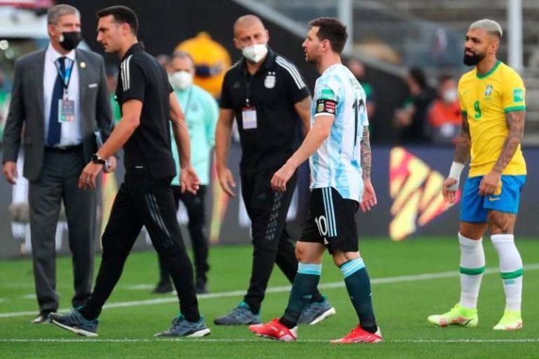 Suspendido juego entre Brasil y Argentina: Autoridades sanitarias entraron al campo para sacar a 4 jugadores argentinos (+Videos)