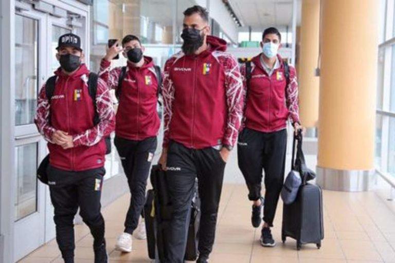 """Critican a algunos jugadores de la Vinotinto por ignorar los saludos de fanáticos venezolanos en Perú: """"Un poco de humildad no vendría mal"""""""